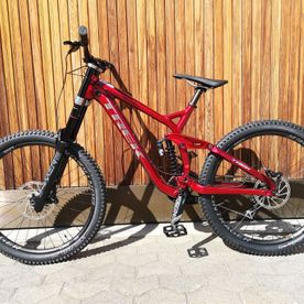 Downhill-Mietbike: Trek Session 8 DH 27.5 red